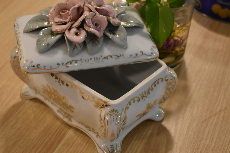 PINK COLOR ROSES - PORCELAIN - FINE CHINA BOX - HOME DECOR- OCCUPIED JAPAN-RARE