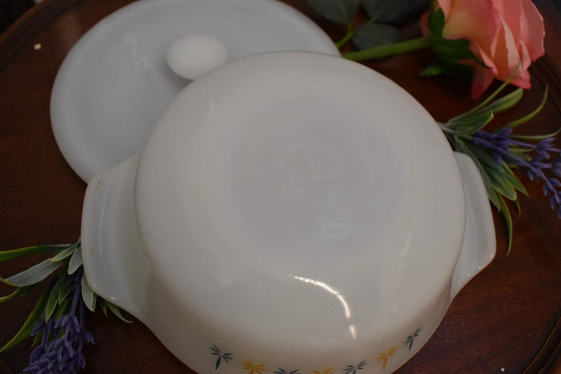 White Glass - Mid Century Pyrex Casserole - Round Shape without lid - Candle glow Pattern