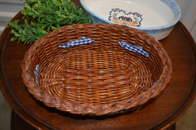 IVORY BLUE WHITE - STONEWARE CASSEROLE SERVEWARE - WITH WOOD STRAW HOLDER FROM ENGLAND