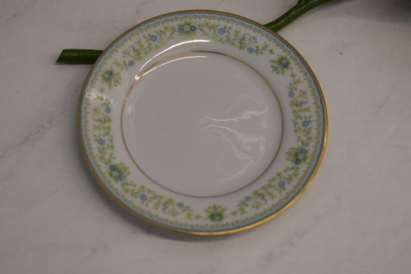 Noritake Contemporary Spring Meadow - Fine Porcelain China - Desert Plate - Platter