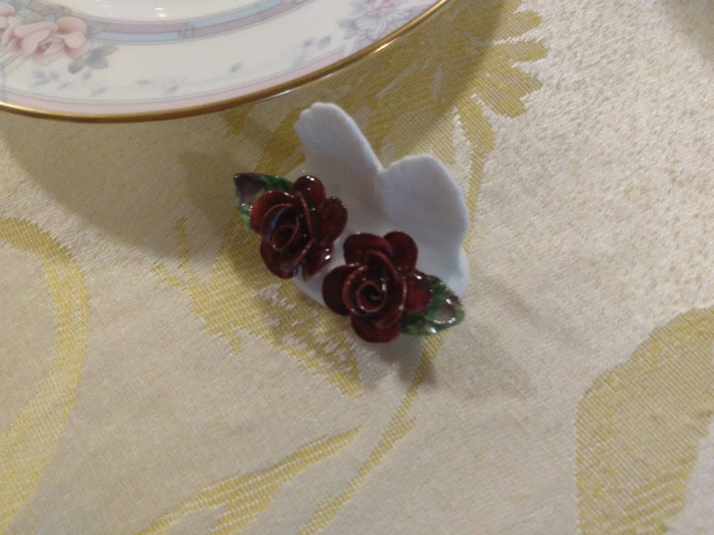 WHITE COLOR - PORCELAIN FINE CHINA - ROSE RED FLOWER - HOME DECOR