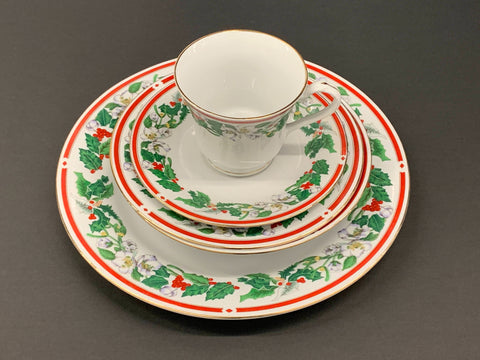 Lynn's Fine Bone China St. Maria's 5 piece Dinner Set Holiday Design