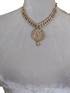 Jewelry Necklace Set in Gold and White
