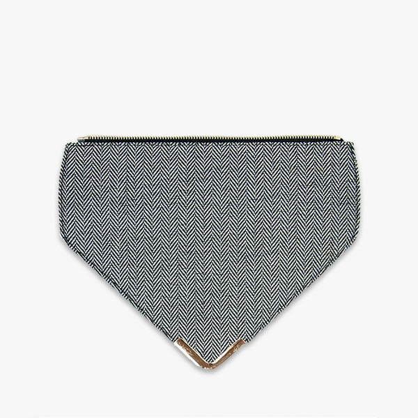 Grey herringbone flap from Kanevas' flap bag collection; removable and interchangeable; grey herringbones cotton