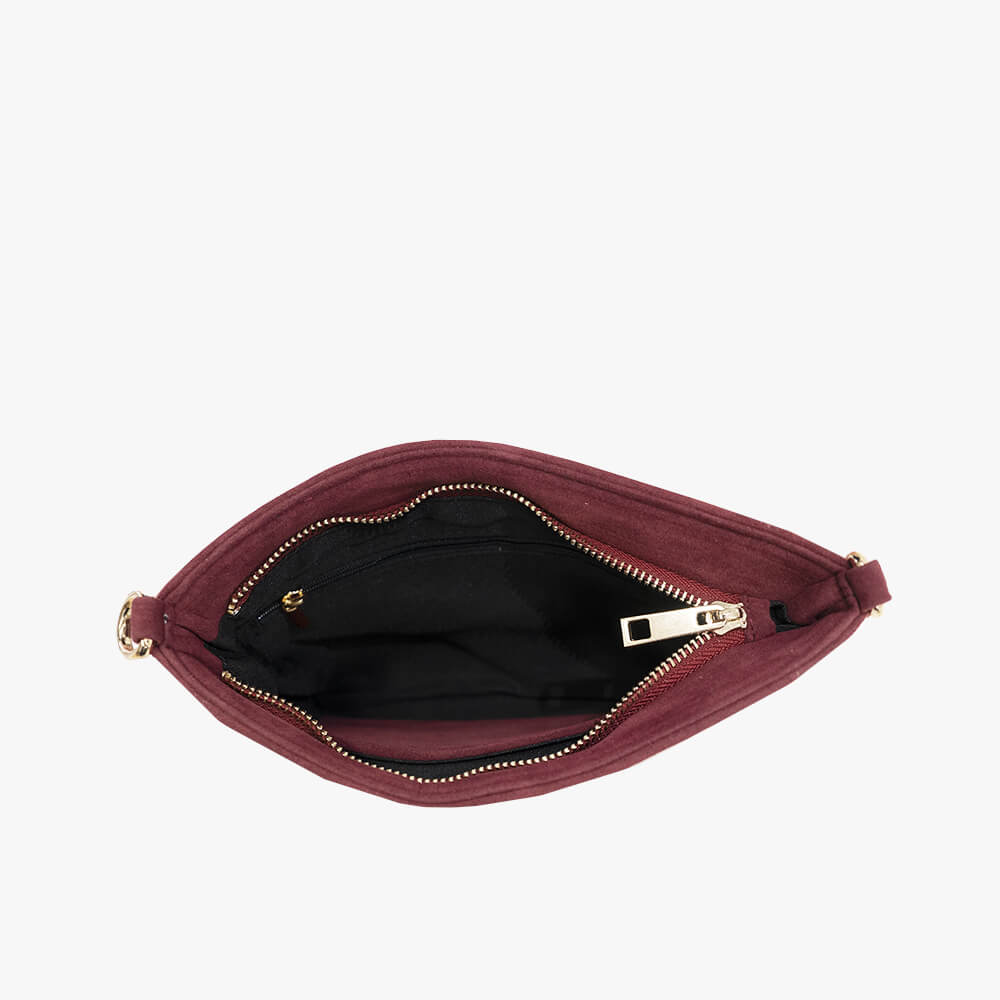 Chloe clutch from Kanevas, with long adjustable strap; red velvet and black vegan leather; inside with small pocket and one zippered pocket