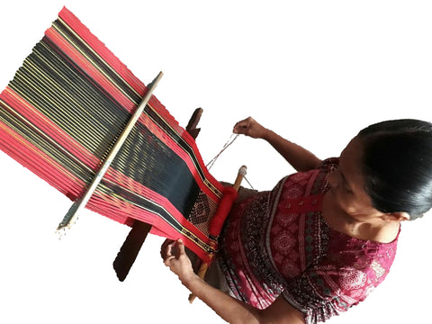 Mexican weaver weaving a backpack bag for Pazena