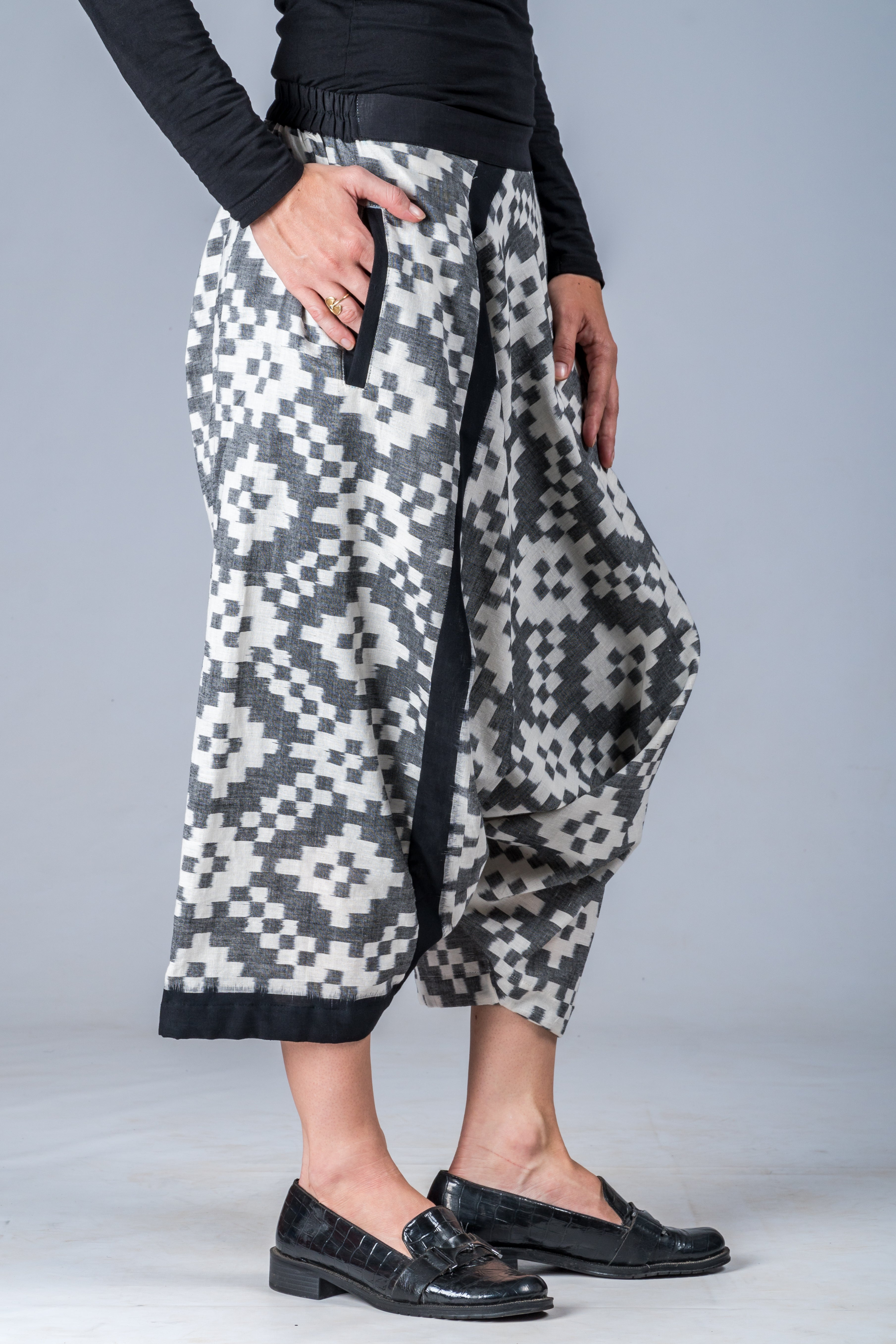 White and Grey Ikat Pattern - Turkish Mid Length Pant