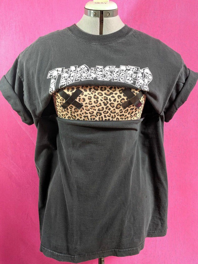 Thrasher Skulls Breastfeeding Shirt (L)