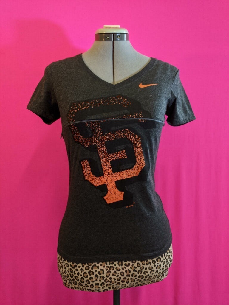 SF Giants Breastfeeding Shirt (M*)