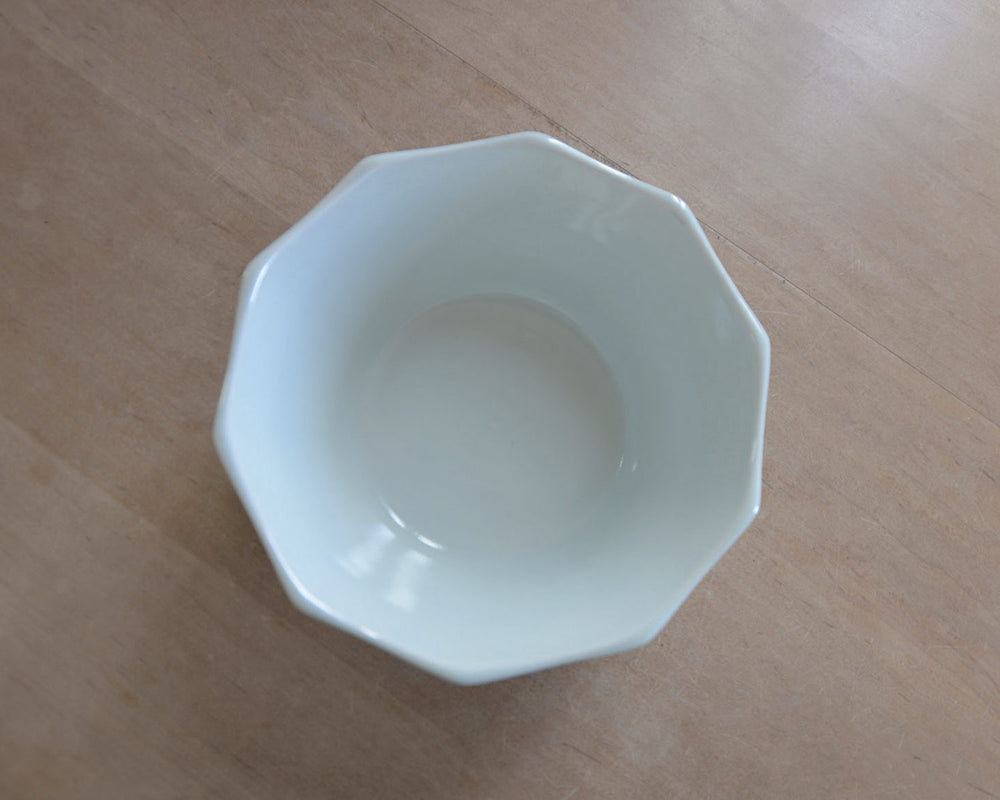 Lee Gee Jo  イ・キジョ 白磁 faceted ritual bowl