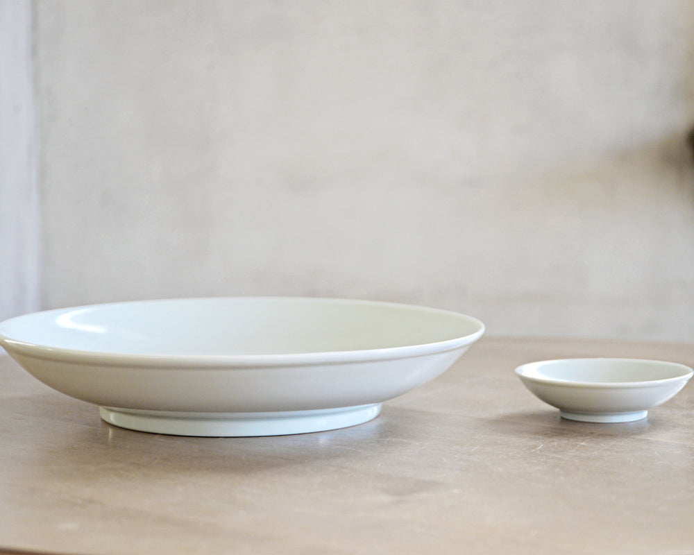 Lee Gee Jo  イ・キジョ 白磁 incised dish XS,L