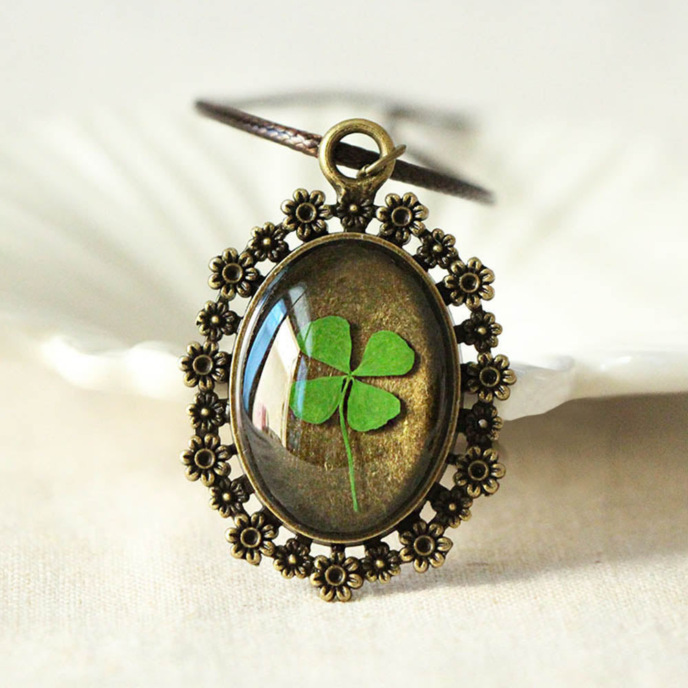 Vintage Green Dried Four Clover Pendant Floral Hollow Out Necklace