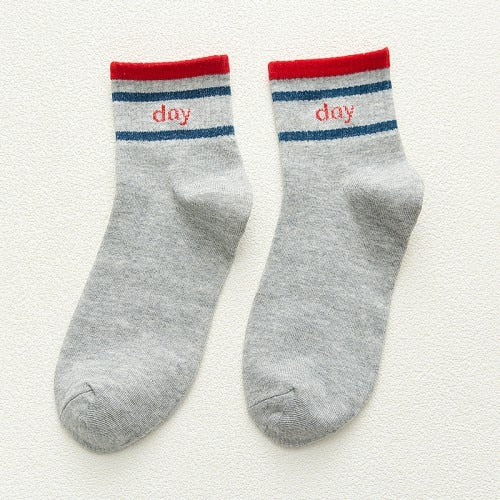New white black Happy Socks Men Funny Cotton Autumn Comfortable Male Socks Letters Striped Breathable Crew Socks 5 Color