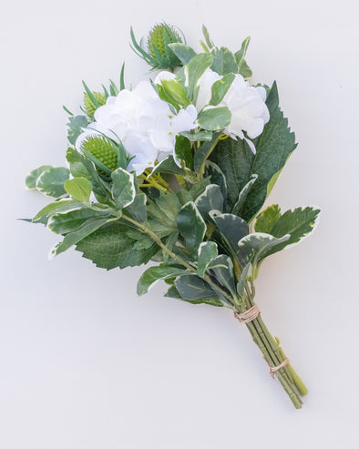B02 HYD/PEPPEROMIA/THISTLE WHITE BOUQUET 33CM - B02 (Box of 2)