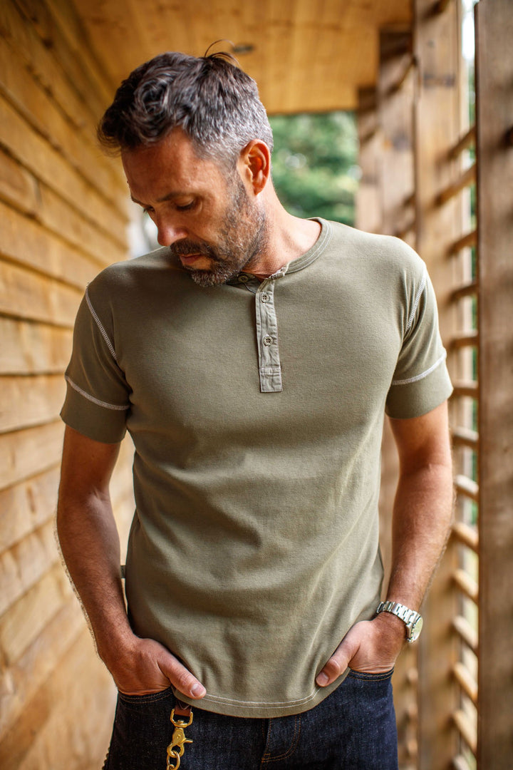 &SONS - The New Elder Henley Short Sleeve Shirt Army Green