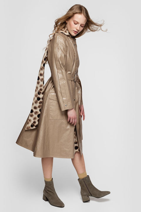 SOPHIA RAINCOAT IN GLOSSY BEIGE