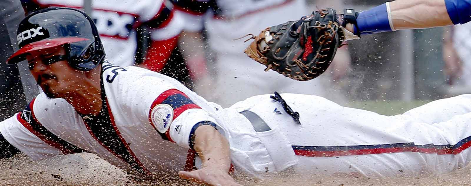 joueur baseball squeeze play