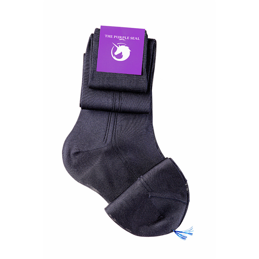 Luxury 100% silk navy men's dress socks, made to measure, made in Italy, comfortable and stylish. For the classic gentleman