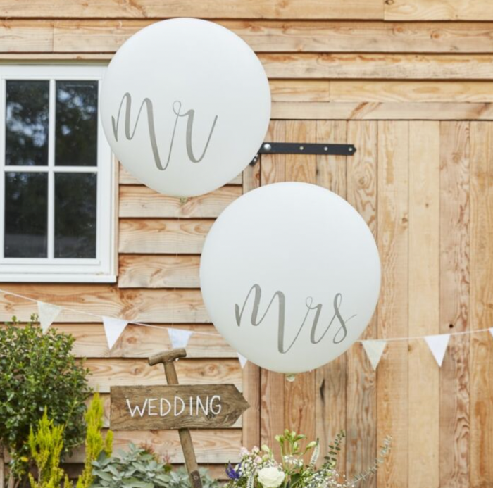 mr and mrs ginger ray wedding balloons