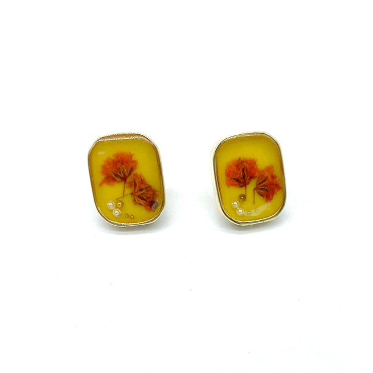 Dried Flower Stud Earrings