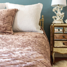 Load image into Gallery viewer, Sasha Pink Velvet Bedspread