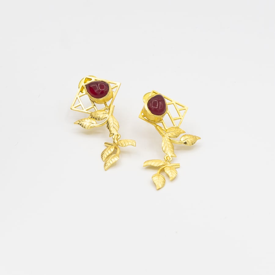 Red stone bric a brac leaf drop earrings - Ssoul Eternal You