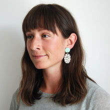 Load image into Gallery viewer, EZZA EARRINGS // RAINDROPS