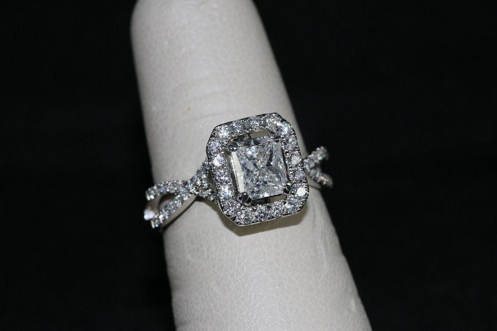 14K White Gold Diamond Center Stone Ring