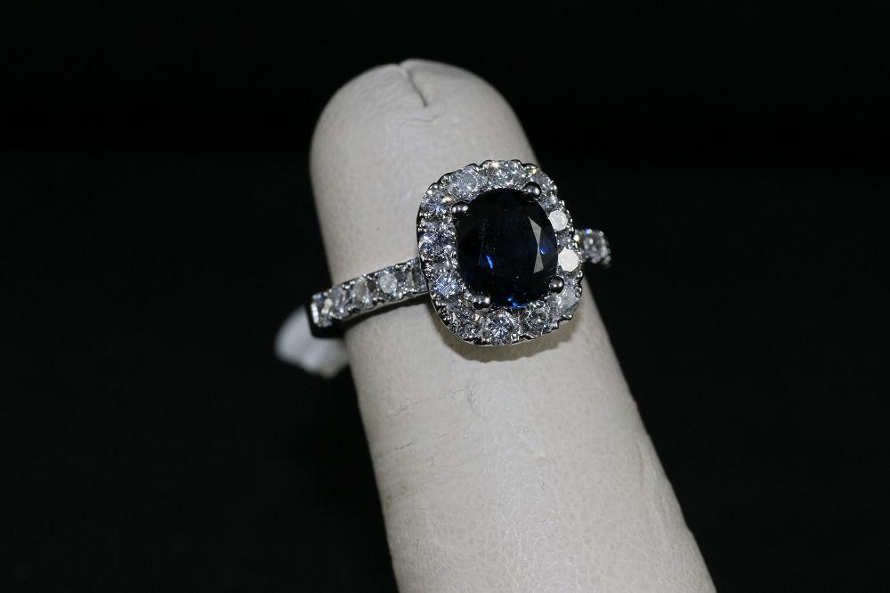 18K White Gold Sapphire Center Stone Ring