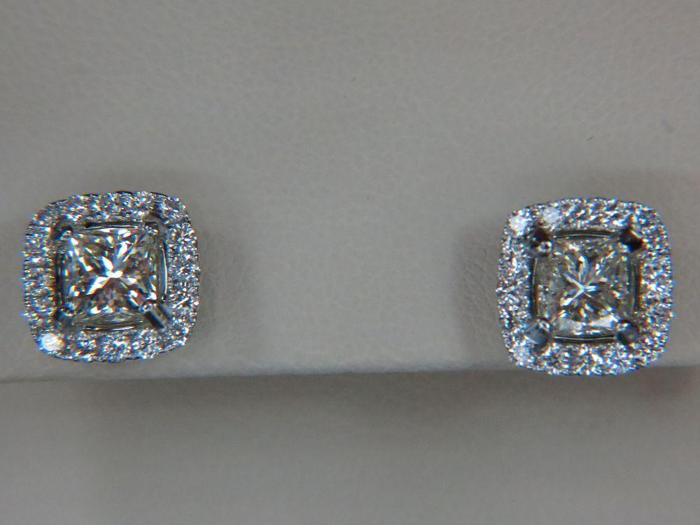 18K White Gold Diamond Studs