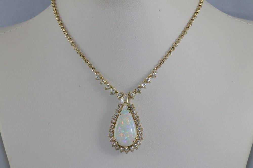 18K Yellow Gold Opal Necklace