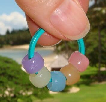 Sun detecting beads to know when you are UV ray exposed