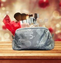 holiday makeup and brush gift set