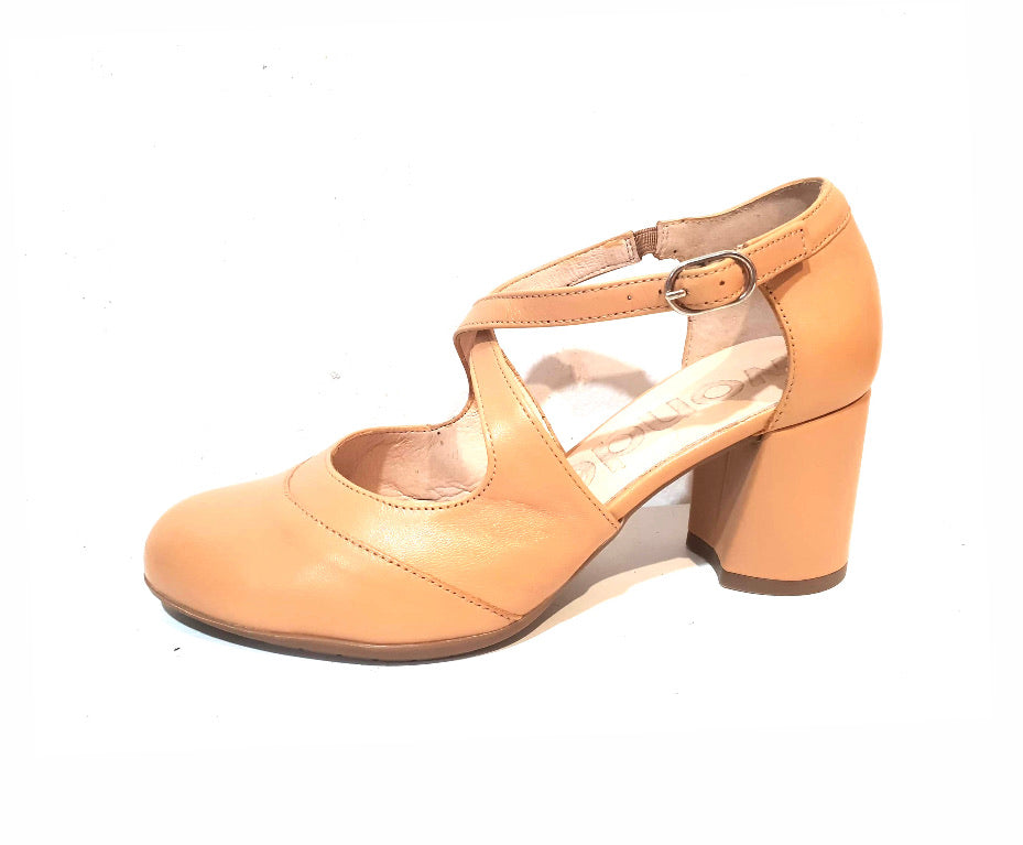 Wonders I-6884 Sand Leather Court Shoe Made In Spain
