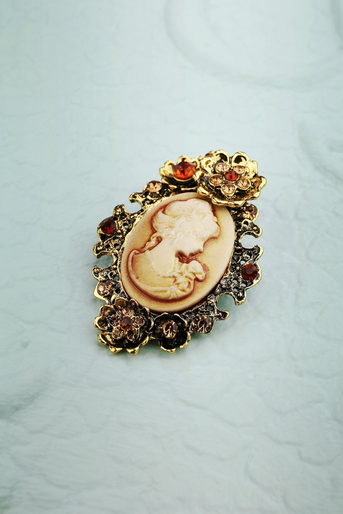 Rhinestone Beauty Brooch - ZAPAKA