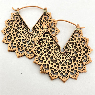 Majesty Black Earrings