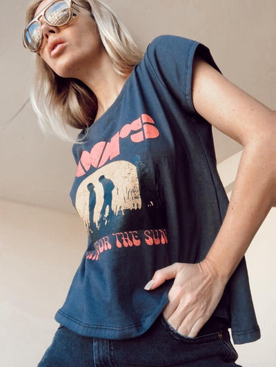 POLERA ROCK THE DOORS GRIS PLOMO - Letras FUCSIA