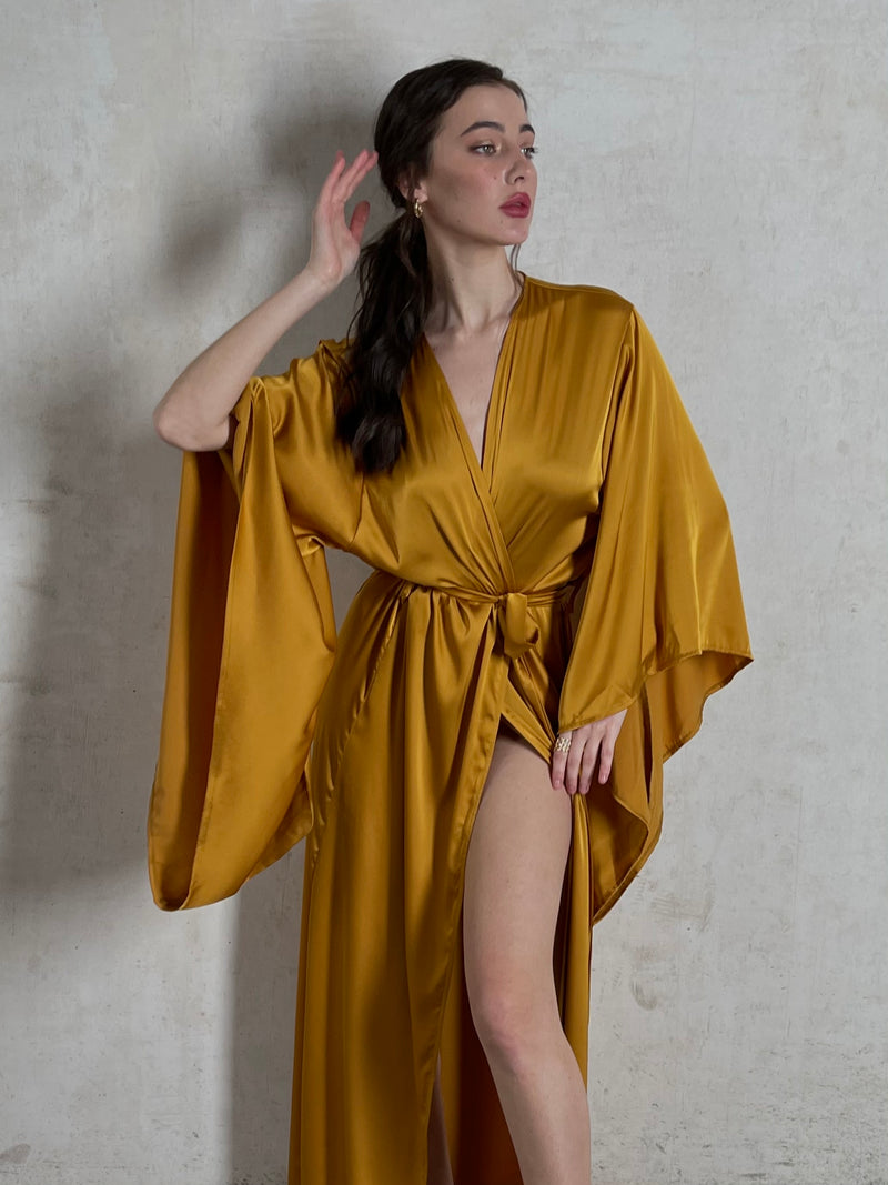 Okiya Studio. Gold kimono robes. Long kimono robe. Robe in floor lenght. Silk robes. Silk loungewear