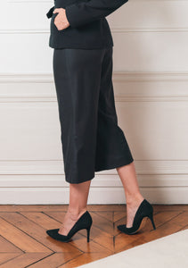 Pantalon, laine, mode , éthique , mode éthique, vêtement, femme ,sustainable , ethical , ethical fashion , responsible sourcing , mode respectueuse , made in France , fabrique en France, made paris , fabrique a paris , local , mode local , acheter local , buy local , brand , fashion , style , classic , elegant , women , mode feminine, , french brand , french designer , prêt a porter, ready to wear , parisienne , blouse