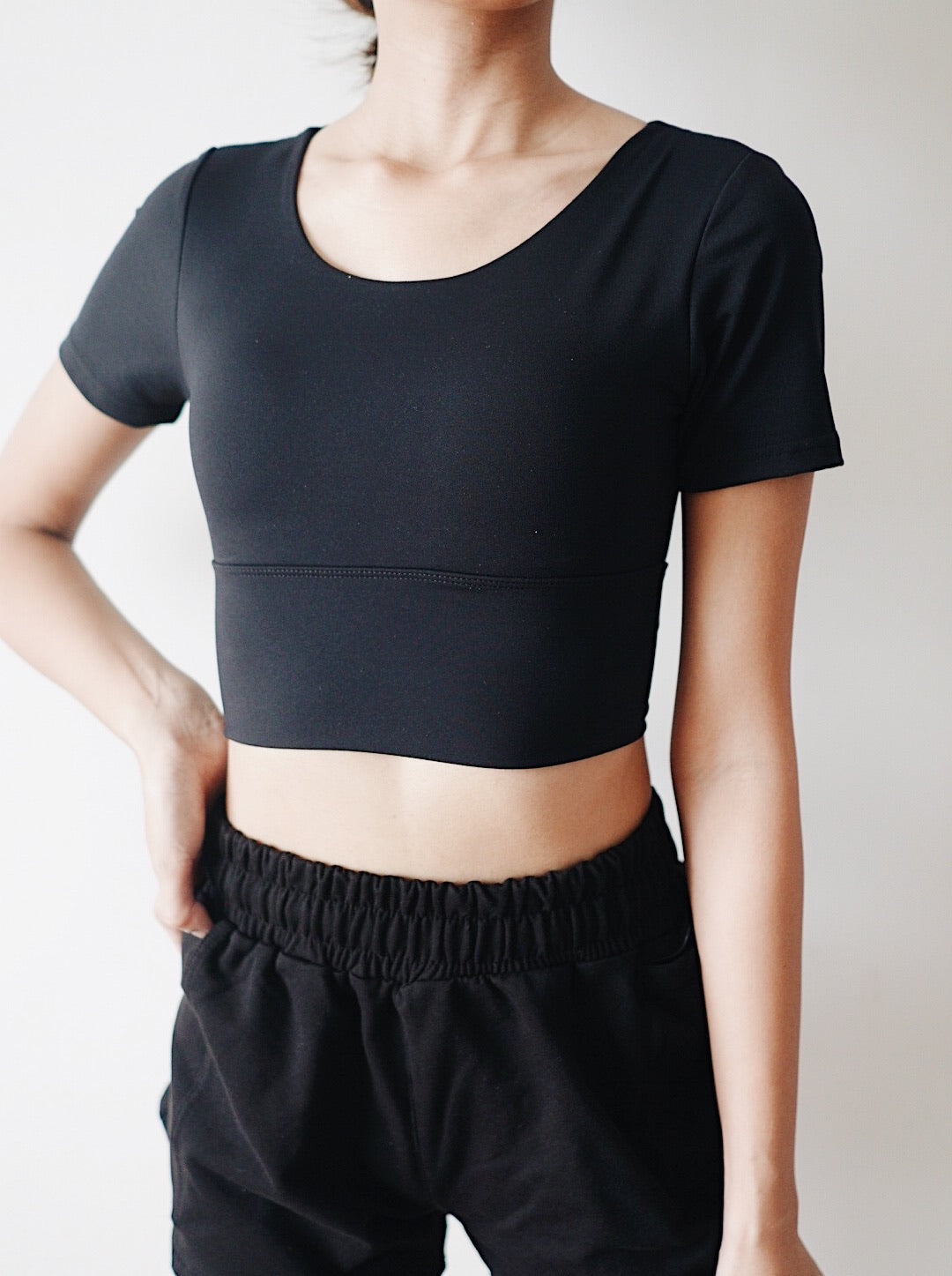 Chic Crop Top - Black