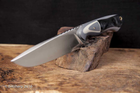 Ol Rusty Custom Hunting & Survival Fixed Blade in Black Spark Magic