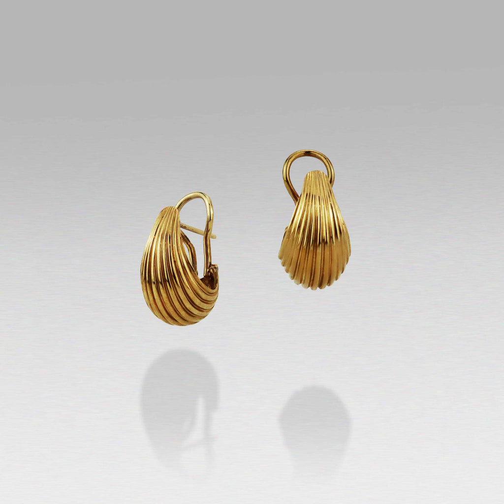 These classically designed Bundova earring are nothing short of stunning. Their vintage style and elegant design has made these earrings a hallmark in the BUNDA collection. With a clip and post back they will be not only one of your most stunning pair of earrings but also your most comfortable, in every occasion.  Currently available in 9ct yellow gold and sterling silver. Can make to order in 9ct and 18ct rose/white/yellow gold.