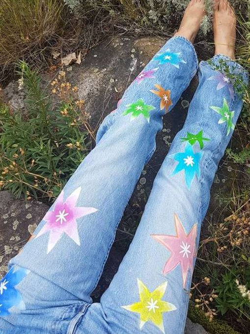 Nine-minute jeans with soft flowers