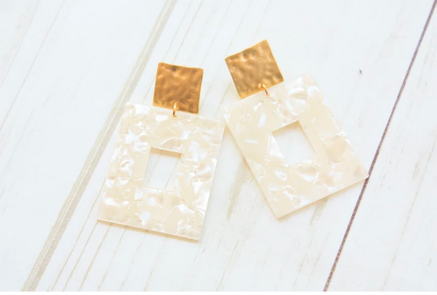 ACRYLIC RECTANGLE ON HAMMERED SQUARE POST EARRINGS