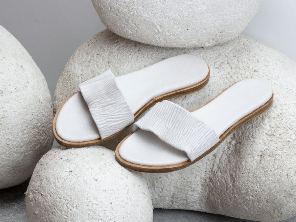 Leonie slides - egg white