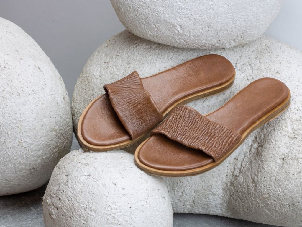 Leonie slides - cognac brown