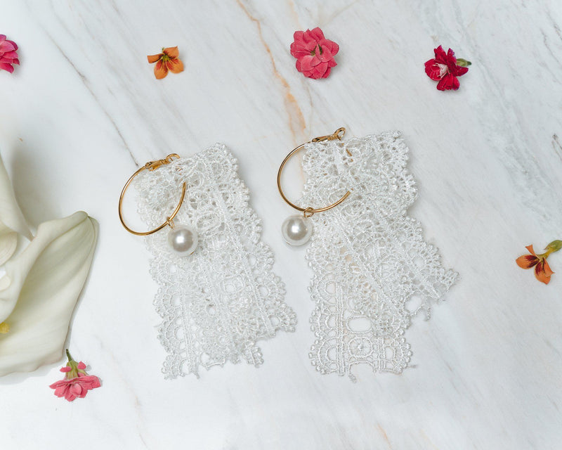 Hoop Earrings with White Lace and Pearls Jewelry m-usefashion