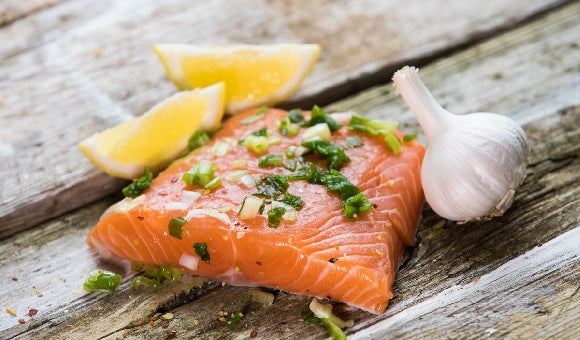 blood thinning foods, salmon, garlic