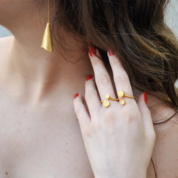 Gold double finger ring