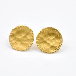 gold hammered circle stud